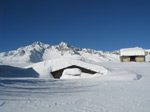 M322 (258667 byte) - Huts covered with snow at Andossi (1750mt)