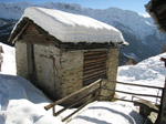 M329 (274813 byte) - Hay-loft covered with snow at Dosso dei Vetti (1813mt)